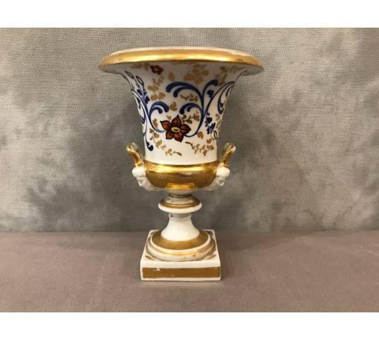 Vase Medicis en porcelaine de Vieux Paris d' epoch 19 ème
