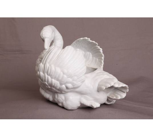 Swan swan in white porcelain of the 19th-century biscuit