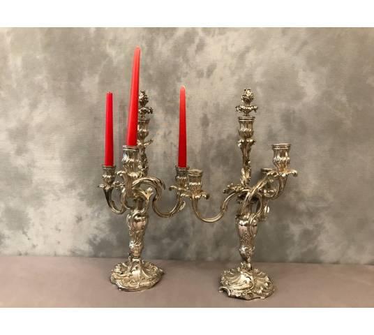 Paire de candélabres en métal argenté d'époque 19 ème de style Louis XV